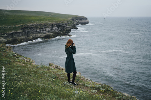 In de dag Fantasie Landschap Caucasian woman photographing ocean