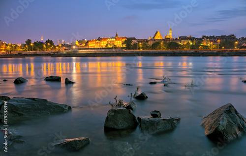 Obraz na dibondzie (fotoboard) Wieczorny widok z rzeki na stare miasto w Warszawie. HDR - wysoki zakres dynamiki