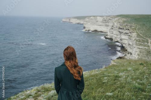 Keuken foto achterwand Fantasie Landschap Caucasian woman admiring ocean
