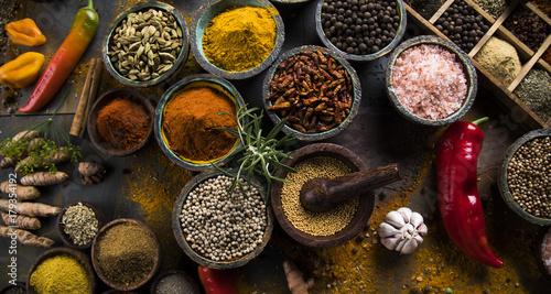 Montage in der Fensternische Gewürze Colorful spices