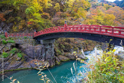 shinkyo-bridge-most-w-nikko-w-japonii