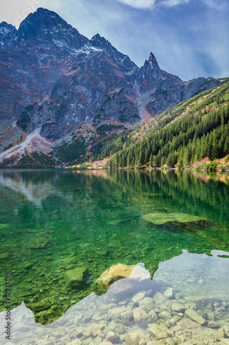Poster Printemps Colorful dusk at pond in the Tatra Mountains in autumn