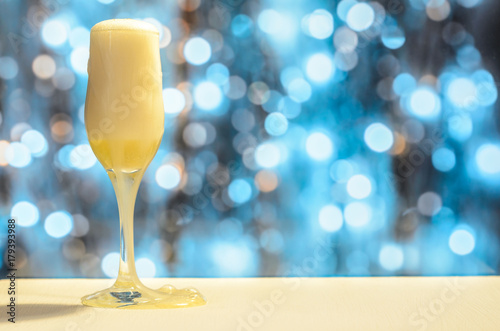 Fototapety, obrazy: a glass of champagne on a blurry background