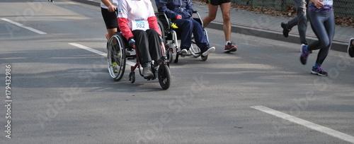 Valokuva  Niepełnosprawni maratończycy