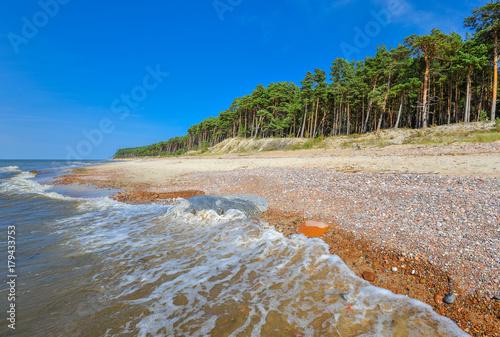 letni-widok-na-morze-baltyckie