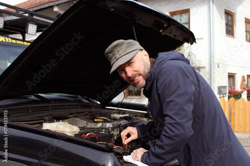 Plakat Mechanizm naprawy pojazdu pomaga