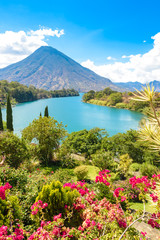 Fototapeta Romantyczny Beautiful bay of Lake Atitlan with view to Volcano San Pedro in highlands of Guatemala, Central America