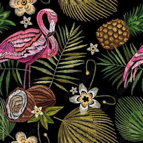 hafciarski-flaming-drzewko-palmowe-liscie-ananas-kokosowy-tropikalny-bezszwowy-wzor-modny-szablon-do-projektowania-ubran-hafty-rozowi