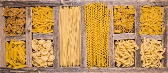 Fototapeta Do restauracji vari tipi di pasta mista italiana
