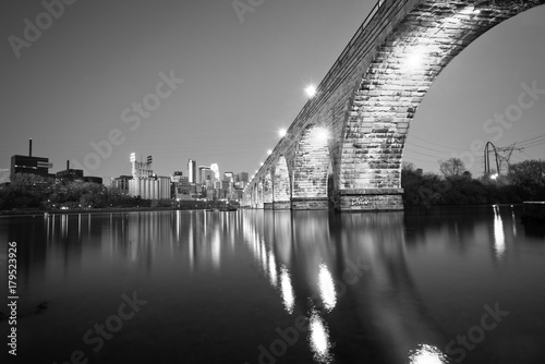 Deurstickers New York City Minneapolis Skyline in Black and White