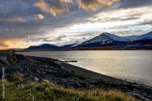 Plakat Ocean Atlantycki z ośnieżone góry i islandzki Landscap