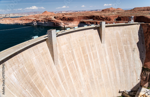 Deurstickers Dam The Controversial Glen Canyon Dam