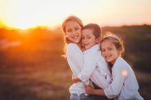 Niños Jugando Hermanos