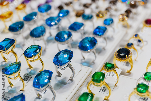 Photo  rings with precious stones in the gold market of Dubai