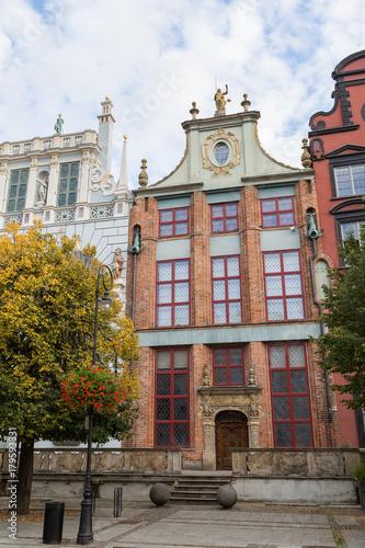 Obraz na dibondzie (fotoboard) Stare budynki wzdłuż Długiego Rynku przy Długim Pasie przy Głównym Mieście w Gdańsku.