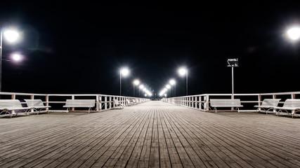 Panel Szklany Podświetlane Molo Widok na molo nocą