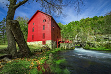 Historic Alley Springs Mill, O...