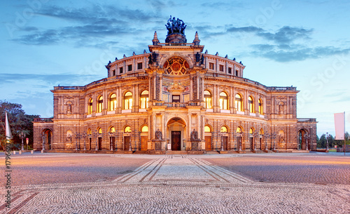 Foto op Canvas Theater Semperoper opera building at night in Dresden