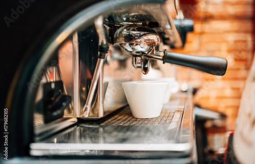 Automatic espresso machine preparing fresh arabic coffee into cups Fototapete