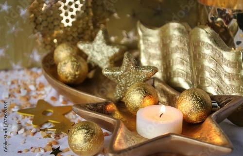Weihnachtsdeko Gold.Kerze Und Weihnachtsdeko Alles In Gold Buy This Stock Photo And
