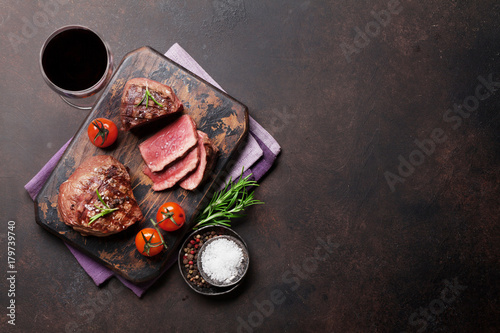 Photo Grilled fillet steak with wine