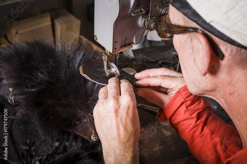 Fotografie, Obraz  Arbeiten mit Leder / Kunsthandwerk