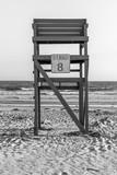 Wieża ratownika. Liczba osiem. Stacja ratownika na plaży. Plaża i ocean. Ocean tle. Morze w tle. Fale tło Życie na plaży. Niebieska drabina Niebieska wieża. Minimalistyczny wygląd. Sztuka abstrakcyjna. - 179753187