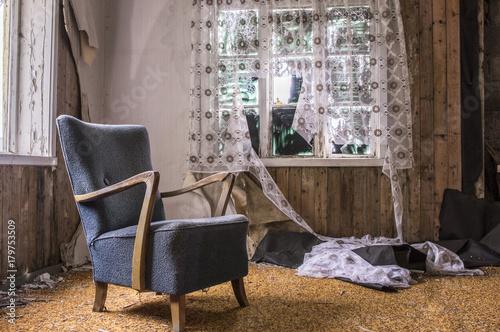 Photo  Chambre dans une maison abandonnée