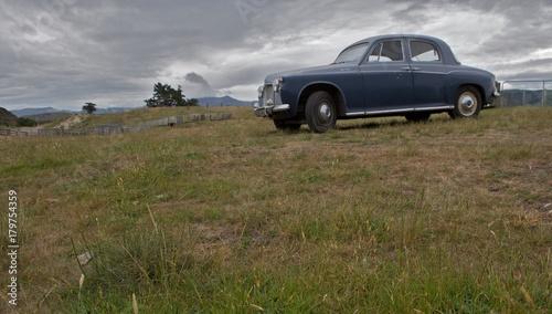 Montage in der Fensternische Huhn Oldtimer car Dunedin New Zealand