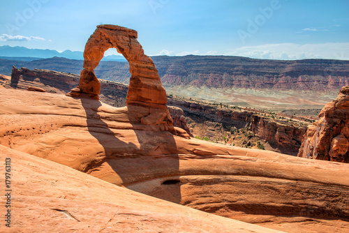 Arches National Park, Utah, USA: Delicate Arch in background with surrounding sandstone plateau Tapéta, Fotótapéta