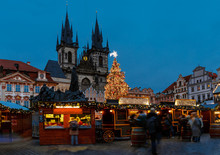 Christmas Market On The Old To...