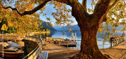 Fotografia Pier at Geneva Lake in Montreux Vaud canton Switzerlandof  in autumn
