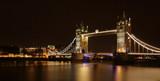 Fototapeta London - Most Tower Bridge w Londynie, widok w nocy, długi czas naśiwtlania