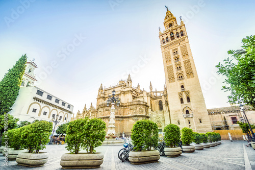 Deurstickers Monument Giralda in Cathedral of Saint Mary, Seville, Spain