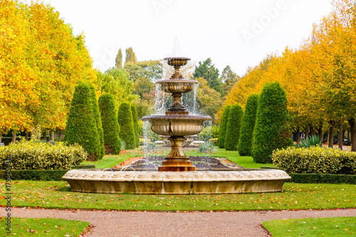 Foto Peaceful scenery with fountain in the Regent's Park of London