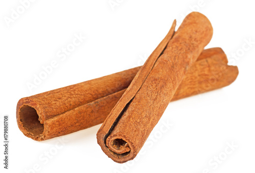 Cinnamon sticks on white backgroune, spices