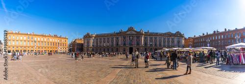 Panoramique de la place du Capitole, Toulouse en Occitanie, France