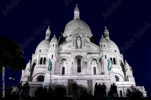 Photo  Sacre Coeur Night People