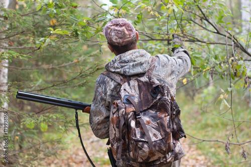 Foto op Aluminium Jacht hunter with shotgun in the forest