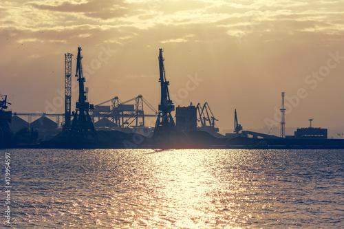 Plakat Zachód słońca nad portem