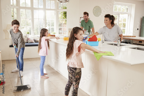 Photo Children Helping Parents With Household Chores In Kitchen