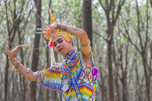 Fototapety Muzyka nora-is-a-classical-folk-and-regional-dance-of-thailand