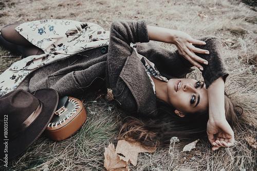 Obraz woman lying on the grass - fototapety do salonu