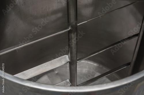 Tanque de aço inox para misturar líquidos em indústria alimentícia Canvas Print