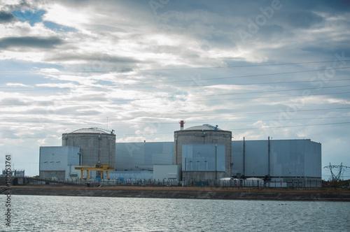 Fotografie, Obraz  centrale nucléaire de Fessenheim au bord du Rhin par ciel nuageux