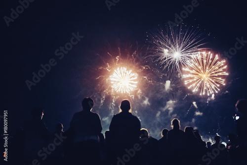 Crowd watching fireworks Billede på lærred