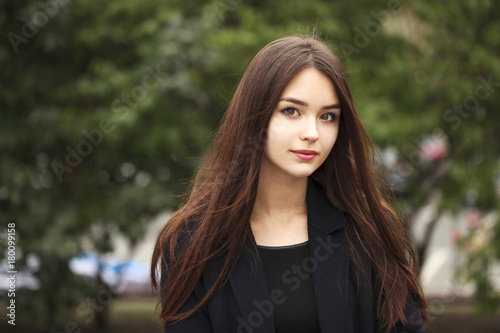 Fotografie, Tablou Young beautiful brunette girl in the autumn park