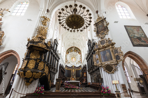 Fototapeta Beautiful interior and altar at the empty Oliwa Archcathedral in Gdansk, Poland. obraz