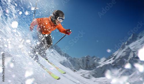 Deurstickers Wintersporten Winter Sport. Skier in mountains.