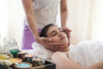 Obraz na płótnie Canvas Young woman with thai massage.